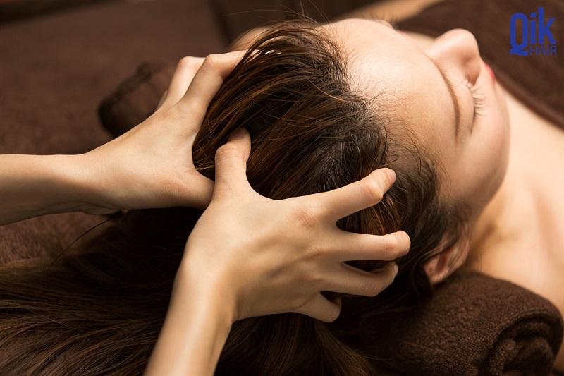 massage giup cai thien toc mong yeu